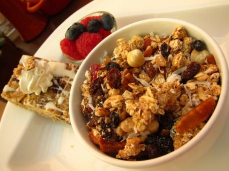 lr-ds-the-kitchen-table-homemade-granola-640x480