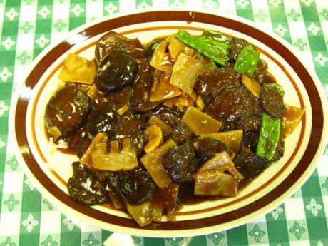 lr-suma-veggie-cafe-beef-chinese-mushroom-water-chestnuts-640x480