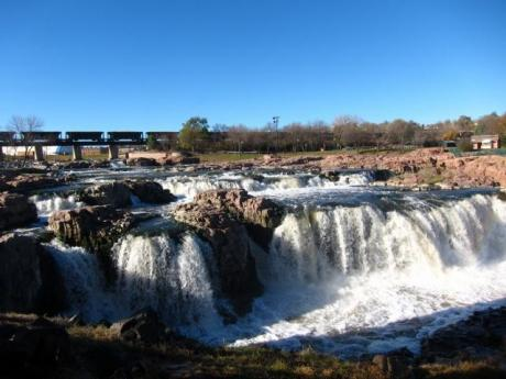 sioux-falls-falls-from-lefthand-side-640x480